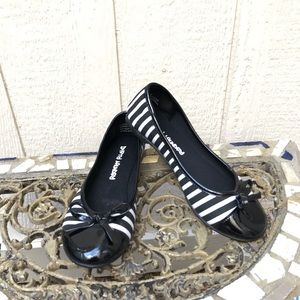 Dirty Laundry women's flats size 7 Med. Blk/white